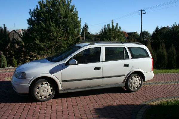 Sprzedam Opel Astra Club Kombi 2001 Rok 3